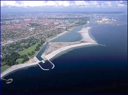 Fig. 11. Aerial photo of Amager Beach Park, which consists of the following main elements: Island with terminal structures north and south and a separating headland between northern and southern beaches and a lagoon